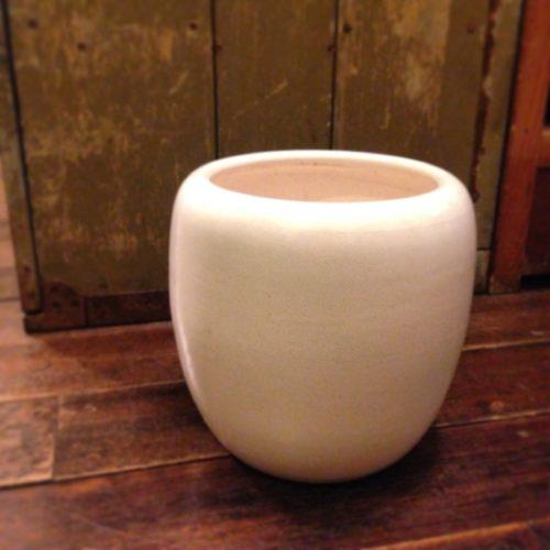 白磁の小ぶりな火鉢